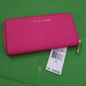 MK Larget Jet set zipper wallet